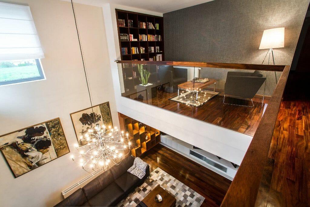 Luksusowy salon z antresolą, szkło, drewno, luksus - Viva Design