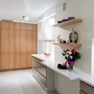 Nowoczesna jasna kuchnia - projekt wnętrz Viva Design