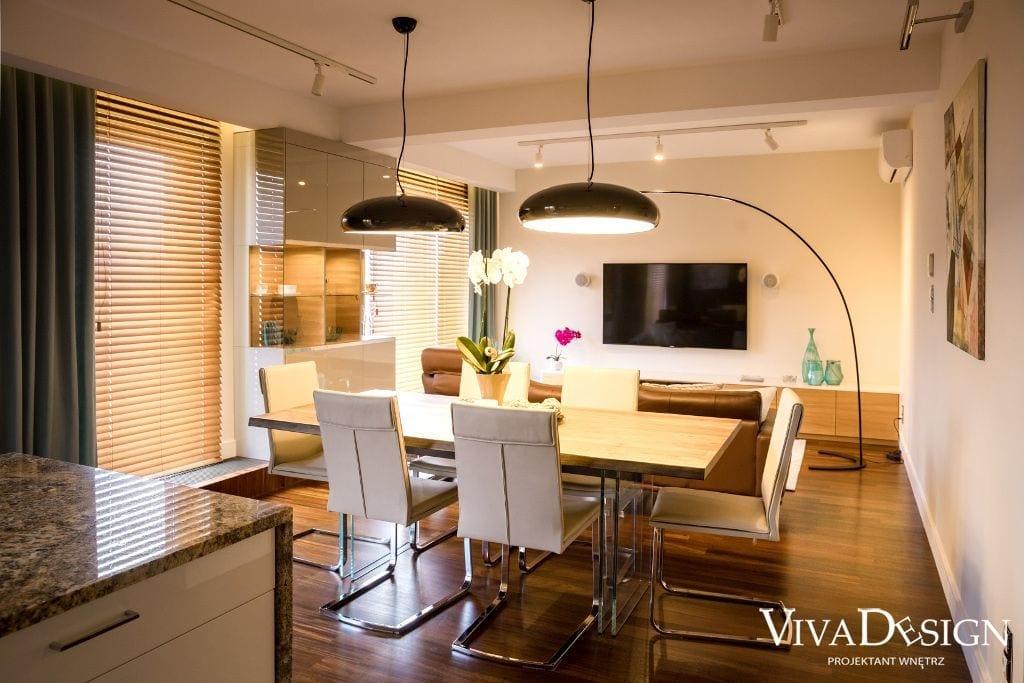 salon widok na lampy dekoracyjne i stół w jadalni