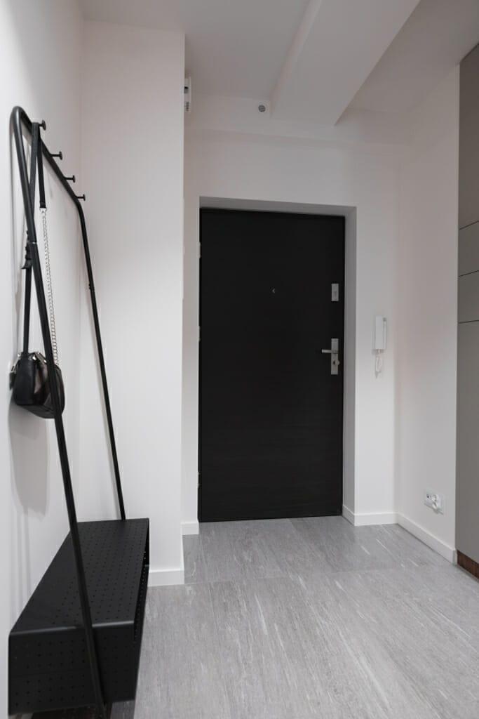 Zdjęcie korytarza. Projekt: Pracownia Projektowania Wnętrz Viva Design, Fot. Przemysław Kuciński, Kraków, Rzeszow, projektant wnętrz, projektant wnetrz, projekty wnetrz, Krakow