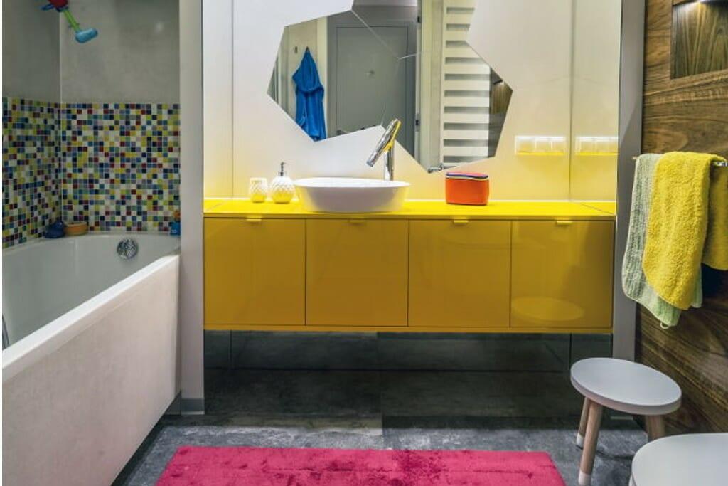 Zdjęcie łazienki dzieci - realizacja pracowni projektowania wnętrz Viva Design z Rzeszowa, inspiracja był Kubuś Puchatek, pszczoły i plastry miodu, projekty wnetrz, projekty wnętrz, interior design, projektowanie wnętrz, projektant wnętrz, Warszawa
