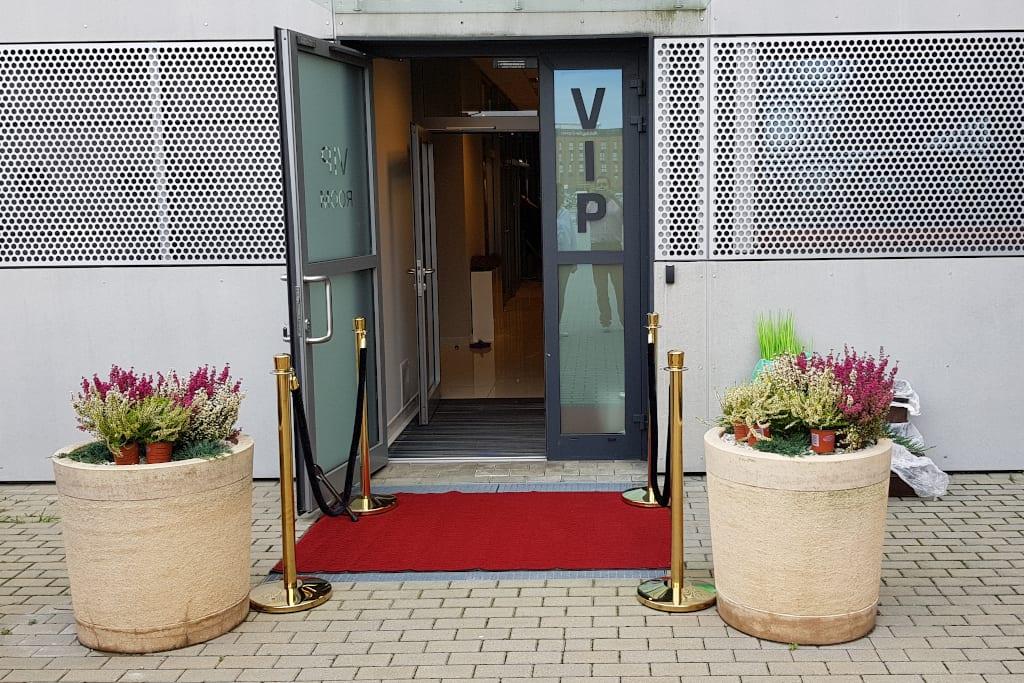 Wejście do strefy VIP na lotnisku Jasionka w Rzeszowie